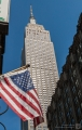 Empire State Building mit Flagge